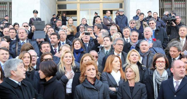 In difesa di berlusconi parlamentari che rappresentano 10 for Parlamentari forza italia