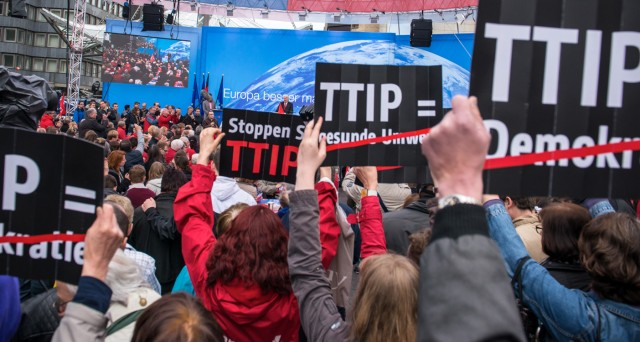 TTIP oggetto di proteste in Europa. L'accordo di libero scambio UE-USA non piace a molte imprese (piccole) e cittadini. Vediamo di capirne di più.