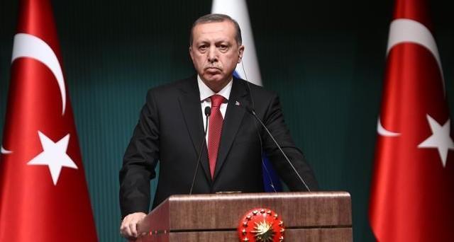 Il presidente Erdogan annuncia elezioni imminenti in Turchia e la lira precipita a un nuovo minimo storico contro il dollaro.