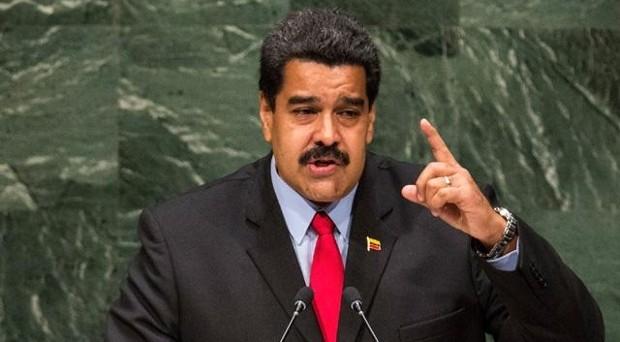 Stato d'emergenza proclamato nel Venezuela, dove le imprese sono minacciate di arresti e requisizioni. Il presidente Nicolas Maduro sfida le opposizioni e parla di complotto, ma l'economia collassa per mancanza di dollari.