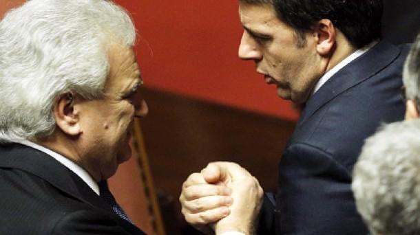 Denis Verdini determinante per la maggioranza a sostegno del governo Renzi. Minoranza dem sconfitta 2 volte.