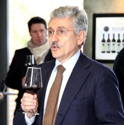 L'ex premier si cimenta nella produzione di vino e ottiene un ingente finanziamento dall'UE: ai vecchi proprietari del vigneto era stato sempre negato