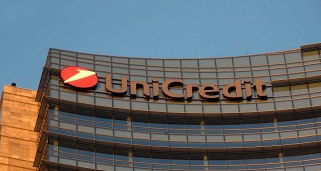 Banche italiane affondate in borsa da inizio anno. E scoppia il caso Unicredit, che perde il 52% quest'anno. Azioni ancora a rischio.