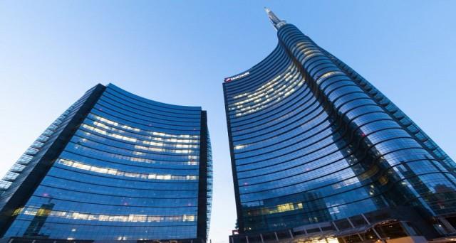 Due colossi bancari europei in ginocchio in borsa. Uno è italiano, l'altro tedesco. Troppo grandi per fallire, ma anche per essere salvati.