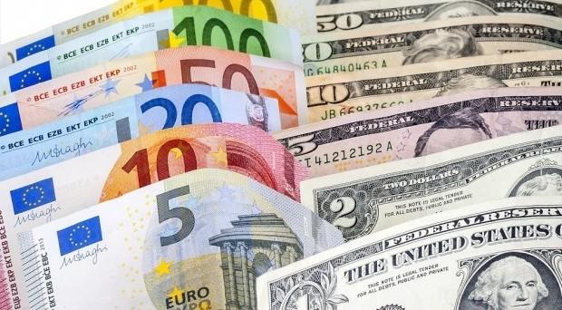 Cambio euro-dollaro destinato alla parità con la Brexit? Qualche previsione direbbe così, ma oltre a Londra c'è anche un altro fattore di rischio tra pochi giorni.