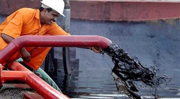 Crisi del petrolio fatale per i paesi dell'OPEC, in deficit per la prima volta dal 1998. Quasi dimezzate le esportazioni di greggio in valore.