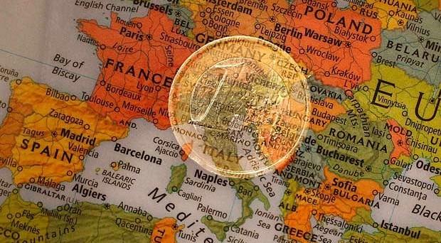 Italia fuori dall'euro: è lo scenario possibile dopo la Brexit, secondo il Financial Times. Sarebbe la fine dell'Eurozona, dando vita a una crisi più grave di quella della Grande Depressione.