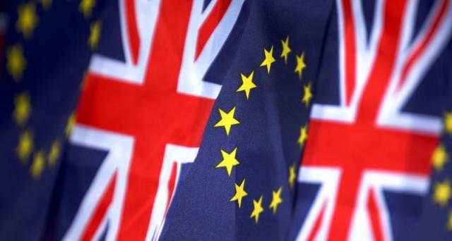 Referendum sulla Brexit vicinissimo e i sondaggi lanciano l'allarme: il Regno Unito potrebbe davvero dire addio alla UE. Sterlina ai minimi da 3 settimane.