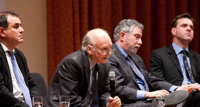 La Brexit vista da Nouriel Roubini e Paul Krugman, due economisti di fama mondiale. Crisi globale non all'orizzonte, ma le tensioni potrebbero rimanere.