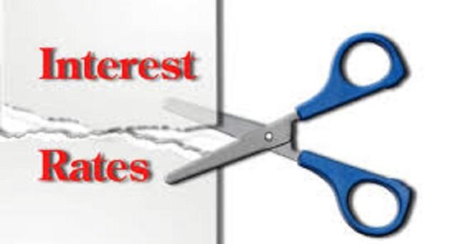 I bassi tassi minacciano l'economia e danneggiano sia l'occupazione che le banche. Vediamone i motivi principali.
