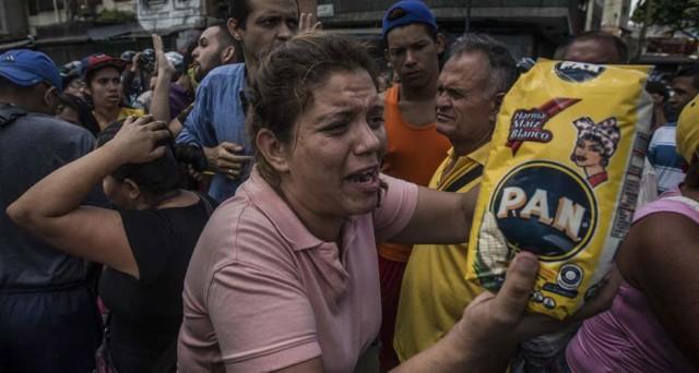 Default in Venezuela molto probabile entro l'anno per Moody's. Il paese sprofonda nella crisi e tra le violenze.