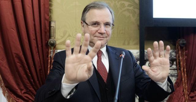La relazione di Ignazio Visco sulle banche italiane non ha convinto praticamente nessuno, nemmeno i banchieri in sala. Le banche italiane, intanto, perdono in borsa il 35% dall'inizio dell'anno.