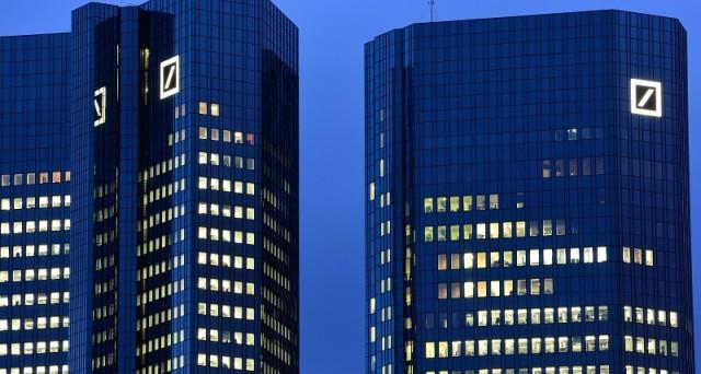 Banche italiane meno rischiose di Deutsche Bank? Vediamo che dice il mercato e quando qualcuno ipotizza che possa scattare il vero panico.
