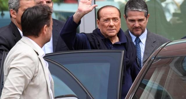Vittorio Feltri suggerisce a Silvio Berlusconi l'unica strategia, a suo dire, per uscire dall'angolo: porsi a capo di una campagna  euro-scettica.