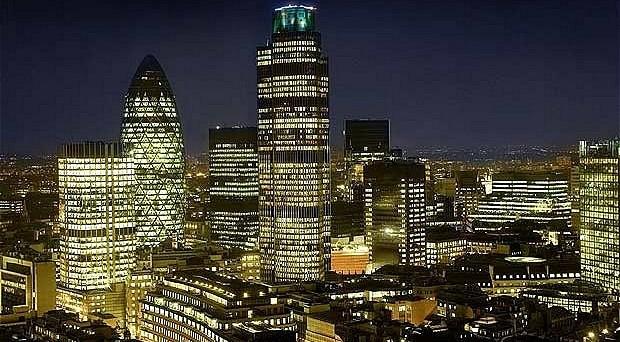 Brexit, Londra promette il taglio delle tasse al 15% per frenare la possibile fuga dei capitali.