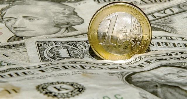 Cambio euro-dollaro in lieve rialzo stamattina, ma potrebbe scendere sotto 1,10 con il board BCE.