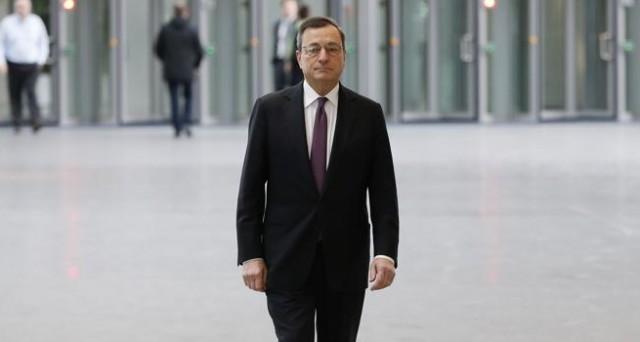 Acquisti BCE di BTp e Bonos contro un eventuale attacco finanziario dopo la Brexit. Mario Draghi sta mettendo in sicurezza il nostro debito dalla speculazione, le critiche del premier Renzi appaiono fuori dalla realtà.