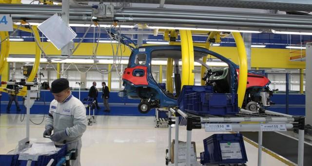 Produzione industriale in calo a maggio, deludendo le attese: -0,6% mensile e annuo.