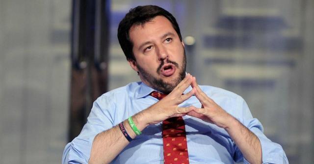 Fase critica per Matteo Salvini, che perde consensi anche all'interno della Lega Nord e il cui sogno di guidare il centro-destra si allontana.