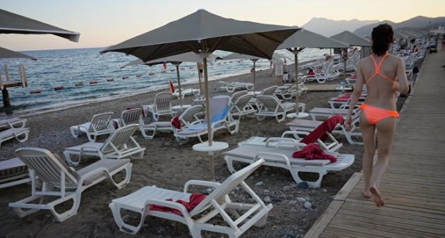 Economia turca soffre ora anche gli attentati di Istanbul: turismo in crollo verticale. Partite correnti più precarie.