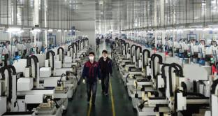 Il rallentamento dell'economia cinese non è un buon segnale per il resto del pianeta. A luglio, import-export in caduta.
