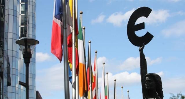L'Eurozona si sta sgretolando sul piano della governance. I nodi stanno arrivando al pettine, non si possono accontentare tutti.