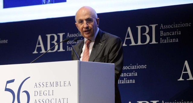 La crisi delle banche italiane ruota attorno al difficile smaltimento delle sofferenze. Perché nessuno se le compra?