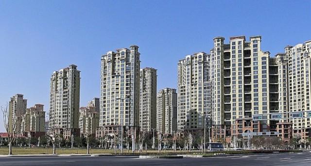 La bolla immobiliare in Cina fa sempre più paura. Adesso, ne parlano apertamente le stesse istituzioni nazionali e si adottano alcune misure dalla dubbia efficacia.