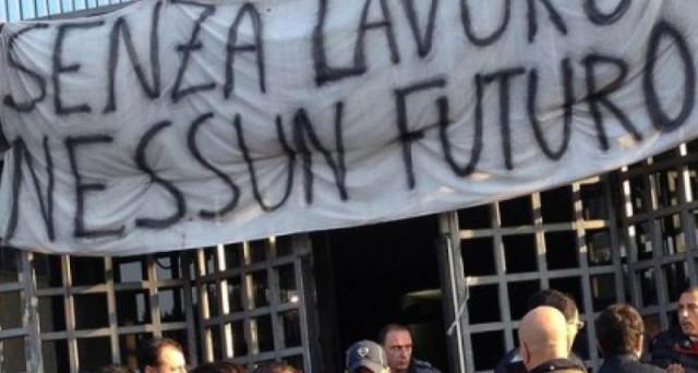 Con la crisi dell'economia, l'Italia ha bruciato in 8 anni 3,5 milioni di posti di lavoro. Dati impressionanti certificati da Confindustria. Il Jobs Act ha fatto bene, ma serve la crescita.