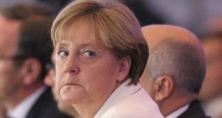 La crisi in borsa di Deutsche Bank allarma il mercato. Il governo di Frau Merkel non salverebbe la banca nel caso di bisogno, ma la realtà è molto diversa. Tuttavia, la cancelliera rischia grosso alle elezioni.