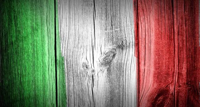 L'economia italiana si starebbe dirigendo verso la stagnazione, indipendentemente dalla congiuntura internazionale. Le banche e il referendum potrebbero portarci verso la crescita zero o persino alla recessione.