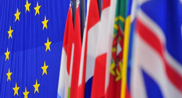 L'Eurozona potrebbe entrare presto in recessione, benché ne dicano la BCE e la Commissione europea. L'Italia, rinviando a dicembre il referendum, non fa il suo bene, ma rischia di aggravare lo stato di salute della nostra economia.