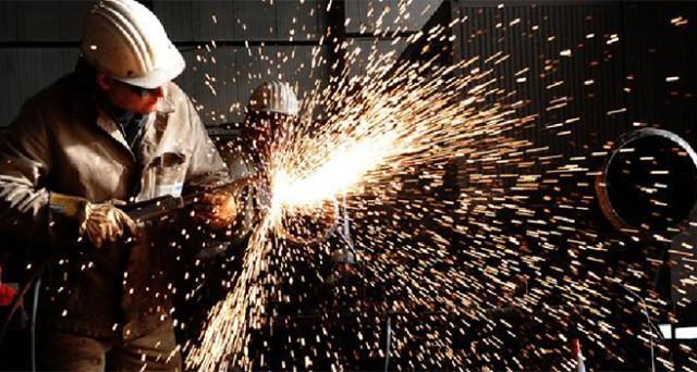 Produzione industriale in crescita mensile a luglio (+0,4%), ma in calo su base annua. Crescita bassa nei primi sette mesi dell'anno.
