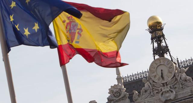 Lo spread tra i rendimenti italiani e quelli spagnoli raddoppia in appena un mese. La crisi politica in Spagna sembra volgere al termine, quella in Italia starebbe per iniziare.