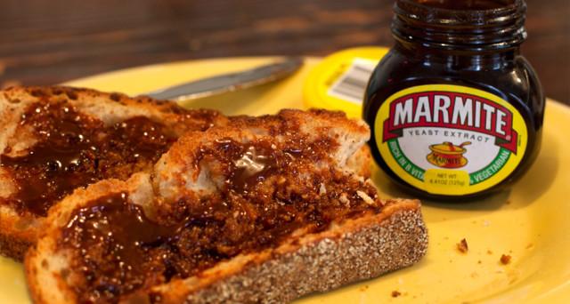 L'economia britannica subisce il suo primo shock dopo la Brexit. A farne le spese saranno i golosi della Marmite, mentre è scontro tra Tesco e Unilever sui prezzi.