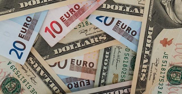 Cambio euro-dollaro ai minimi da fine luglio. Vediamo cosa indebolisce la moneta unica e se possiamo temere l'esistenza di un