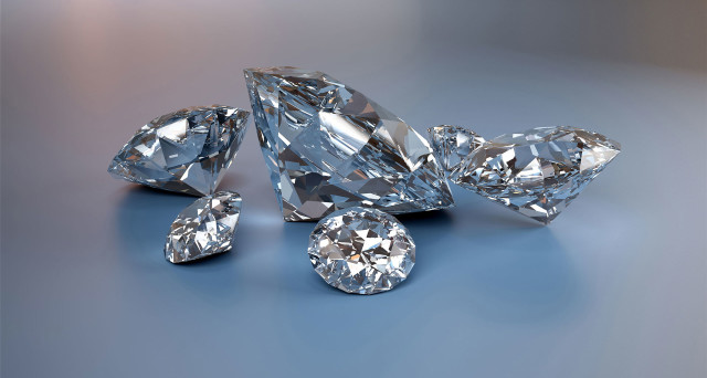 Investire in diamanti conviene per il futuro? Più che alle truffe, bisogna stare attenti a sapere qualcosa in più di questo mercato peculiare. Non è come comprare oro.