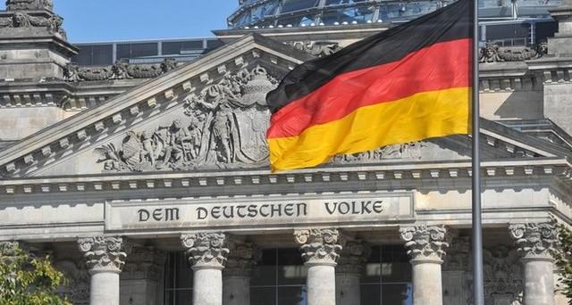 La Germania esporta a pieno ritmo e in estate registra un'accelerazione della crescita. Dall'inizio dell'anno ha accumulato oltre 170 miliardi di avanzo commerciale.
