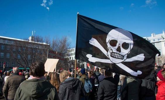 La corona islandese sale ai massimi dal 2008, nonostante i Pirati potrebbero formare il prossimo governo dell'isola. I controlli sui capitali saranno allentati?