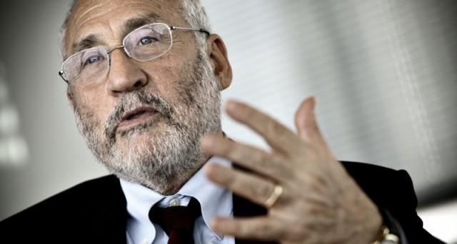 L'Italia sarebbe il primo paese ad uscire dall'euro, secondo il Premio Nobel, Joseph Stiglitz. E' davvero possibile che ciò accada?