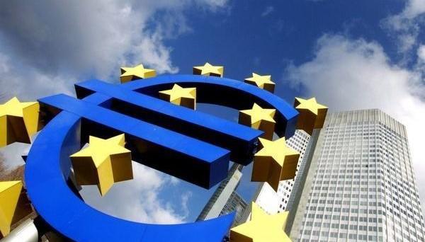 La BCE lascia i tassi invariati. Adesso, l'attenzione va alla conferenza stampa del governatore Mario Draghi.