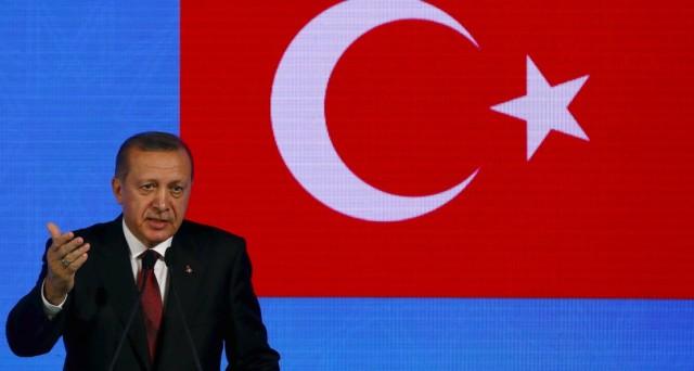 La Turchia alza i tassi per la prima volta da quasi tre anni, quasi in un atto di sfida al presidente Erdogan, contrario alla stretta monetaria.
