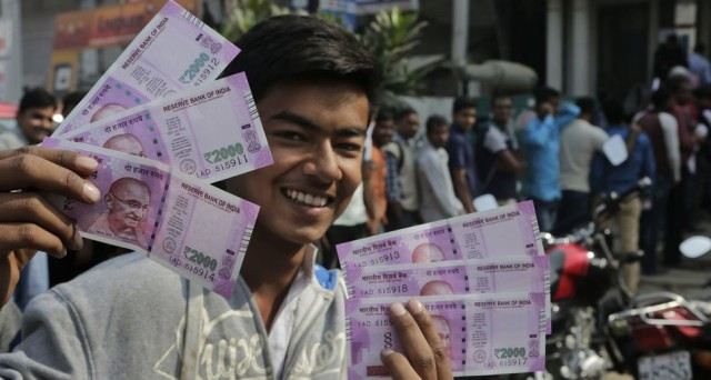 L'economia indiana potrebbe subire un duro colpo dalla lotta al contante del governo Modi. In questi giorni è caos nell'immenso paese asiatico, a causa del ritiro dell'86% del cash.