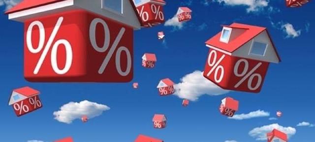 I mutui a tasso fisso stanno risentendo dell'impennata dei rendimenti sui mercati, mentre è ancora pacchia per quelli a tasso variabile.