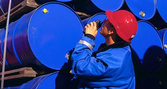 Le quotazioni del petrolio si dirigono verso i 45 dollari al barile, dopo il dato sulle scorte USA. L'accordo OPEC di fine settembre si è rivelato un bluff, nessuno sta tagliando la produzione, anzi.