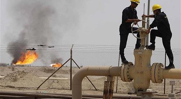 Le quotazioni del petrolio si riportano sotto i 45 dollari, ma la discesa potrebbe essere ancora più irruenta, se l'accordo OPEC non fosse raggiunto a fine mese sul taglio dell'offerta.