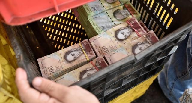 La crisi drammatica del Venezuela si coglie nel crollo del cambio al mercato nero. Mancano i dollari, ma probabilmente andrà molto peggio.