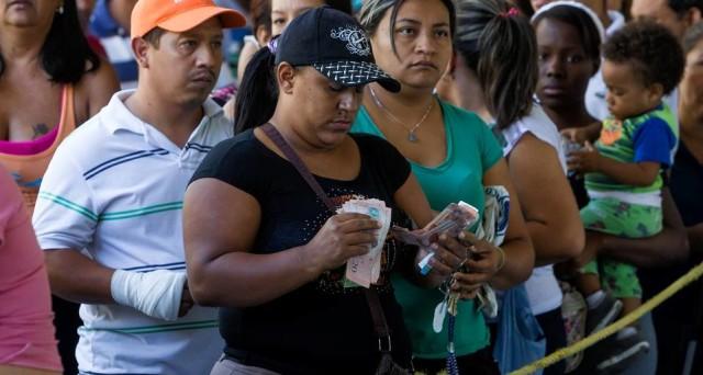Limiti ai prelievi di denaro contante in Venezuela a soli 5 dollari al giorno, mentre la borsa a Caracas segna sempre nuovi record, crescendo del 45% in una sola settimana.