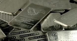 L'argento vale oggi 68 volte in meno dell'oro, ma non è detto che convenga investire. Esistono impedimenti anche pratici.