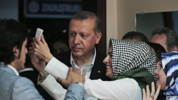 La lira turca è la peggiore valuta emergente delle ultime settimane. Il crollo preoccupante del cambio spinge il presidente Erdogan a invitare i risparmiatori a convertire i loro assets.